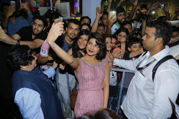 Bollywood: IIFA 2015: Priyanka Chopra, Farhan Akhtar have fun at special screening of Dil Dhadakne Do