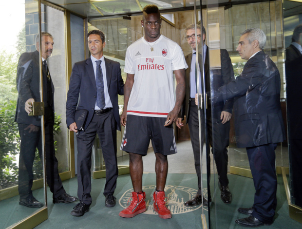 Balotelli to have good behaviour clause in Milan contract