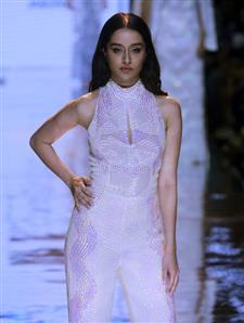 Shraddha Kapoor lights up Namrata Joshipura's LFW show