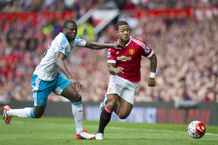 Flamboyant Depay already a crowd-pleaser at Manchester United