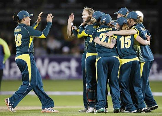 Aussie women regain Ashes