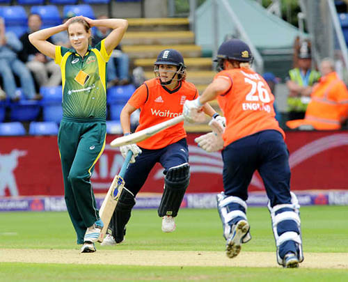 England women grab consolation win over Aussies