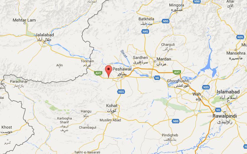 Suicide bomber kills six in Pakistan