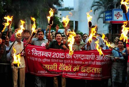 150 million workers on strike in India over 'anti-labour' reforms