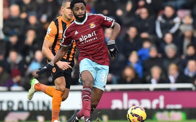 West Ham re-sign Alex Song for another year