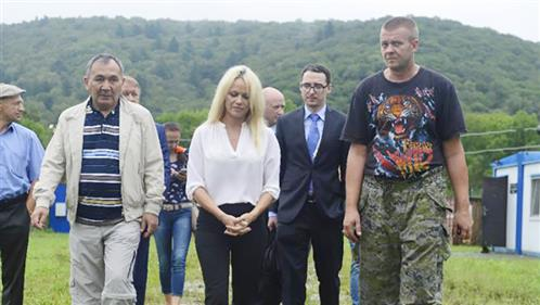 Pamela Anderson calls on Russia to save whales