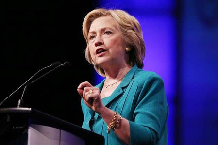 Clinton refuses to apologise for using private email