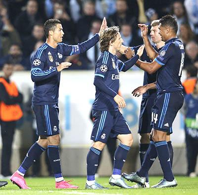 MATA STARS IN UNITED VICTORY   Ronaldo surpasses 500 career goals