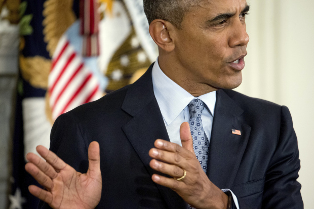 Obama to visit relatives of Oregon shooting victims