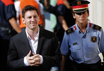 Spanish prosecutor wants jail, fines for Messi's father over claims of tax fraud