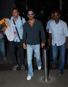 Shah Rukh Khan visits toy store to buy present for AbRam, like a regular dad!