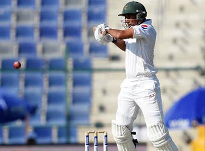 Younis becomes Pakistan's highest Test scorer