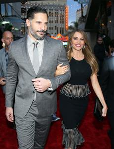 Colombian bombshell Vergara, actor Joe Manganiello tie the knot