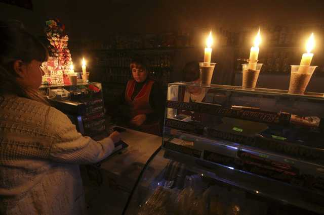 Pro-Ukraine activists block repair of sabotaged power lines to Crimea