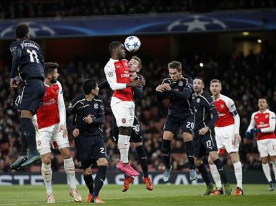 Arsenal keep Champions League hopes alive