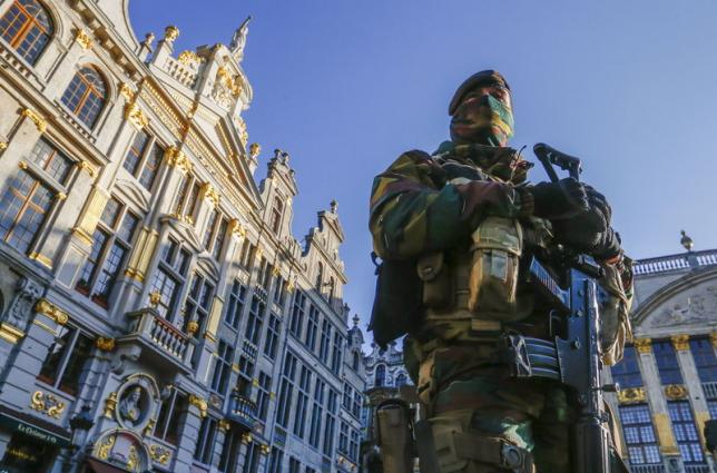 US issues global travel alert as manhunt continues for Paris attackers