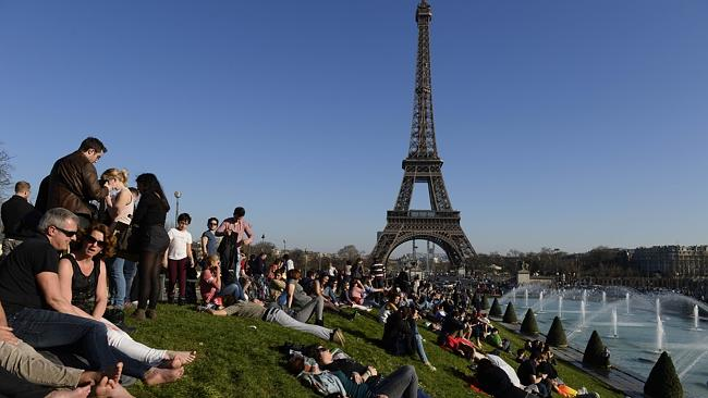 World news 39 paris tourism recovering after attacks 39 - Office du tourisme et des congres de paris paris france ...