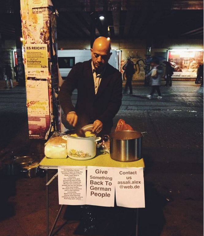 Syrian refugee feeds German homeless to 'give something back'