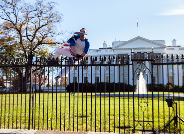 White House fence jumper 'left suicide note'