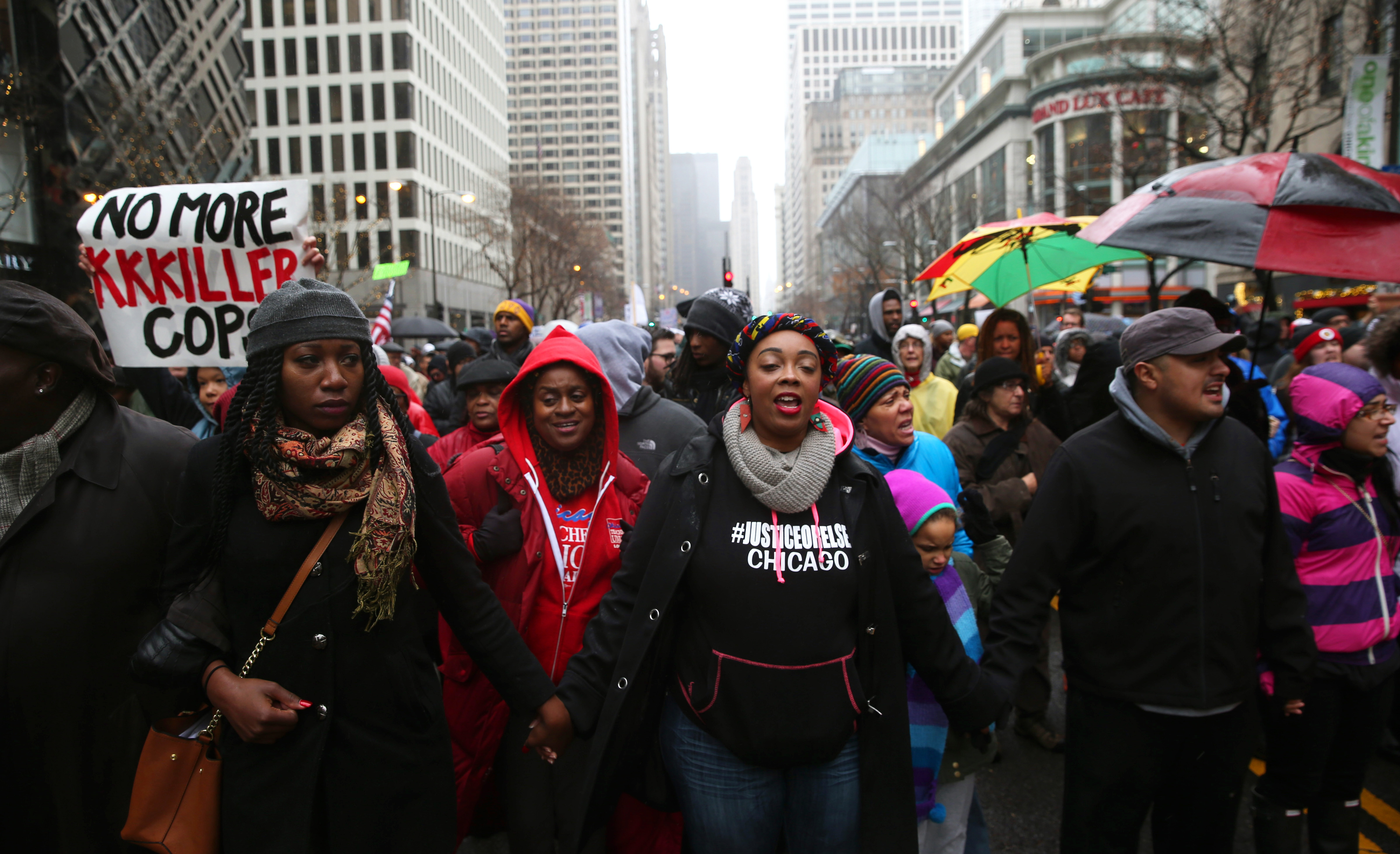 'Black Friday' protest of police shooting shuts main Chicago shopping street