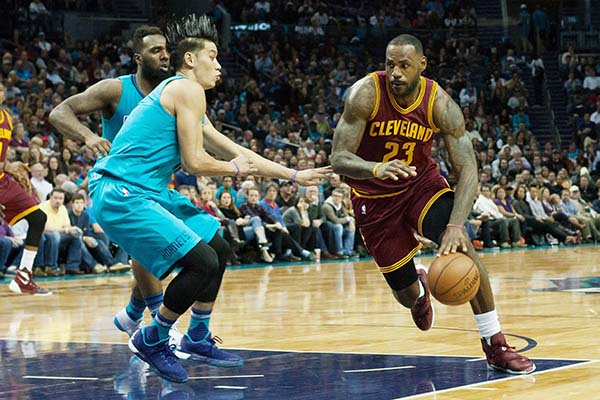 James shines in Cavaliers victory