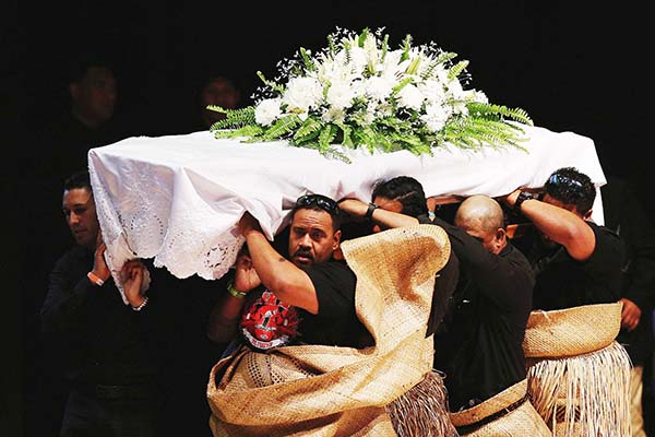 Traditional Pacific farewell for Lomu