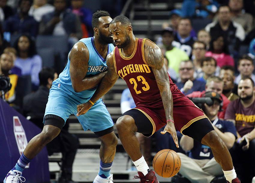 James leads Cavaliers past Hornets