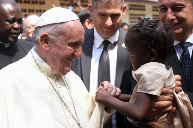 Pope urges peace in central Africa