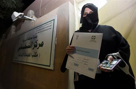 3 activists barred as Saudi women launch first vote bid