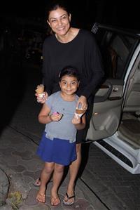 Adorable Pics: Sushmita Sen takes daughter Alisah for ice-cream treat!