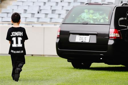 Rugby: Lomu bid farewell for final time at family funeral, emotional haka by former teammates