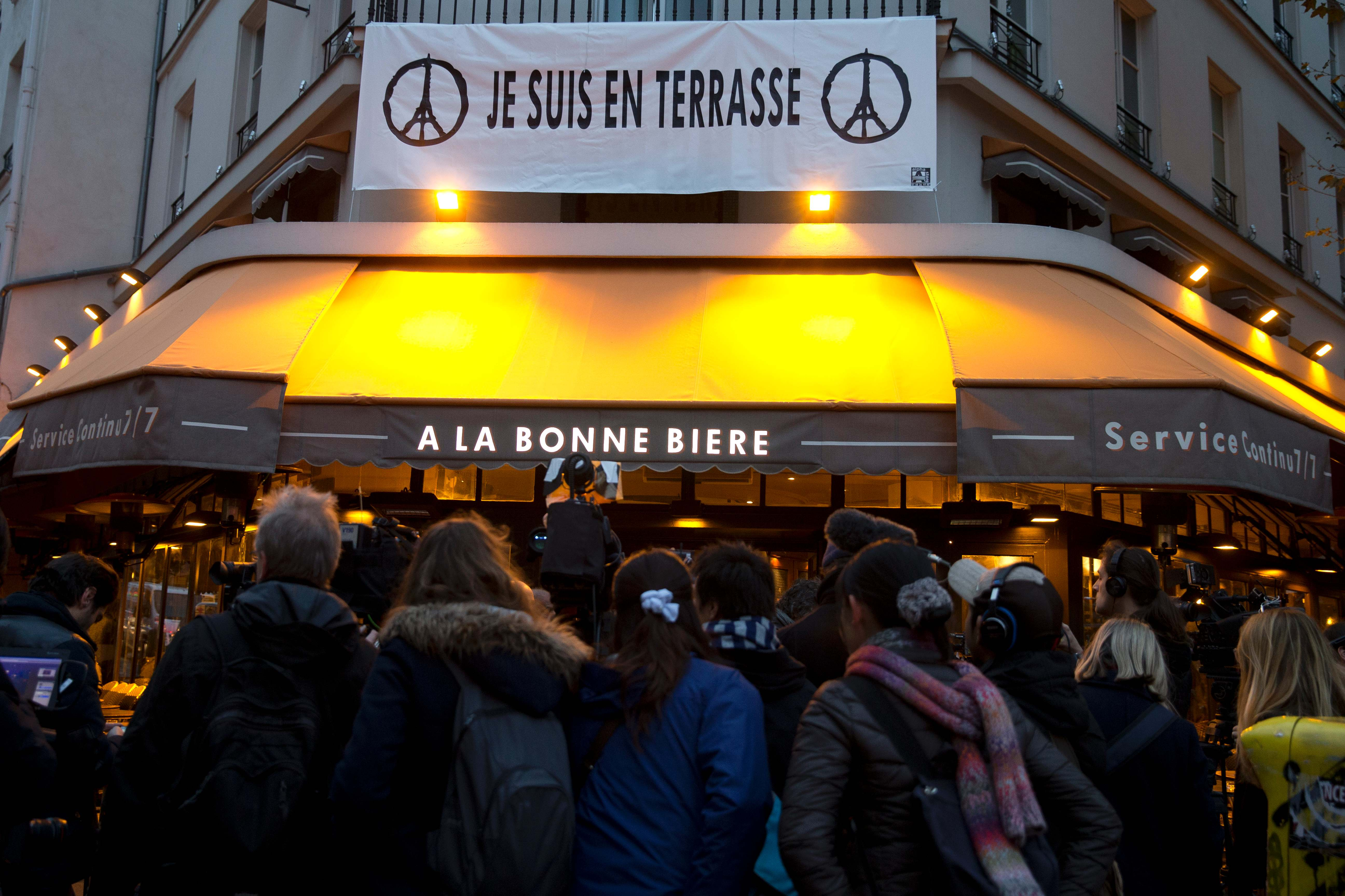 Je Suis En Terrasse world news: bar in paris attacks re-opens after 'nightmare'