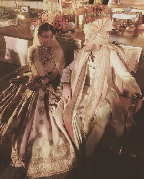 ... Bollywood's style icon Sonam Kapoor makes a splash at friend's wedding