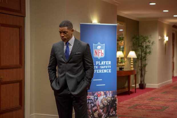 Trailer: Will Smith stars as Nigerian Doctor in 'Concussion'