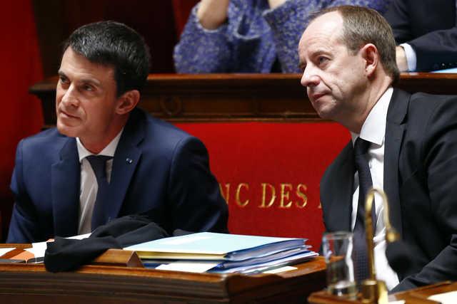French premier pushes law to revoke terrorists' citizenship