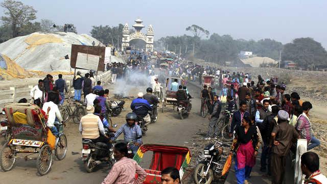 Indian trucks enter Nepal as blockade ends