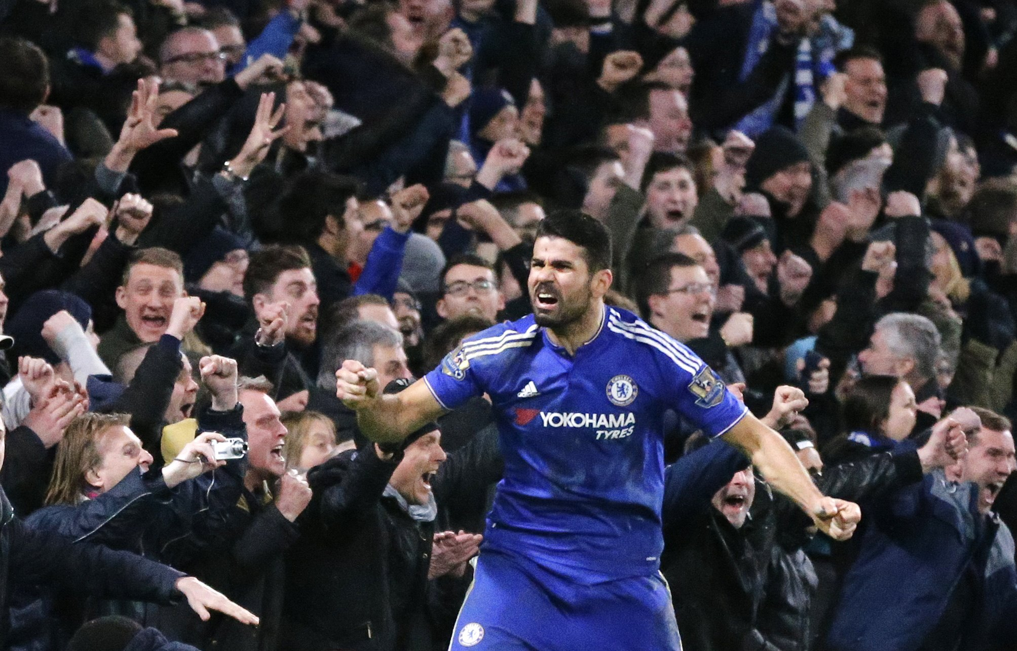 Costa rescues Chelsea, Arsenal bounce back