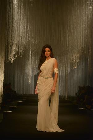 Bollywood: In Pics: Aditya Roy Kapoor and Katrina Kaif sizzle at Tarun Tahiliani's fashion show