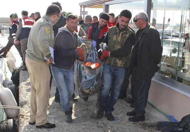 At least 35 migrants drown off Turkey