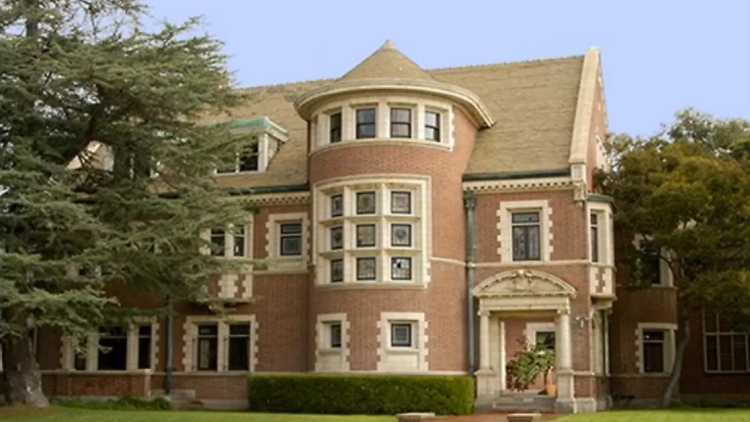 OMG: In Pics: 'American Horror Story' Murder House available for rental