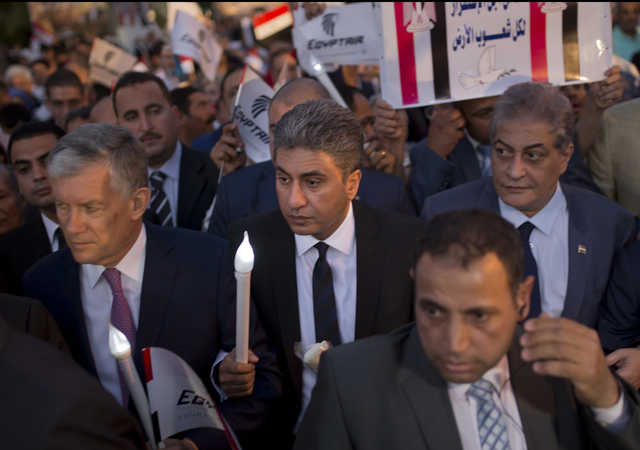 Hundreds in candlelight vigil for EgyptAir crash victims
