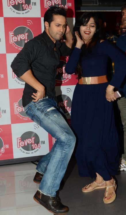 Bollywood: John Abraham and Varun Dhawan enjoy with fans at 'Dishoom' promotions!