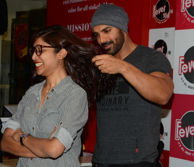 Bollywood: John Abraham and Varun Dhawan enjoy with fans at 'Dishoom' promotions!