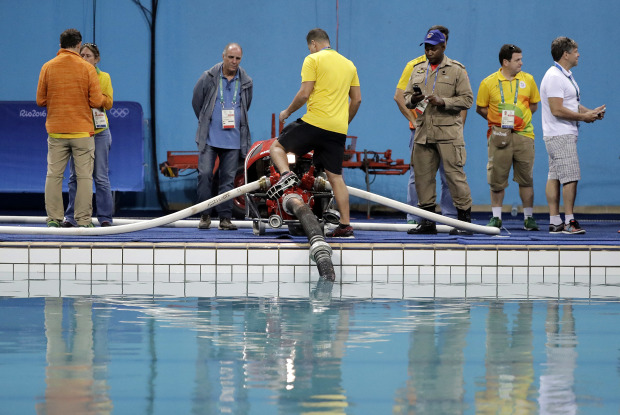 Rio Olympics Officials Finally Decide To Drain 39 Green 39 Diving Pool But Are Running Out Of Time