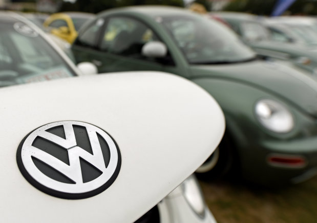 VW urged to solve supplier dispute as plants affected