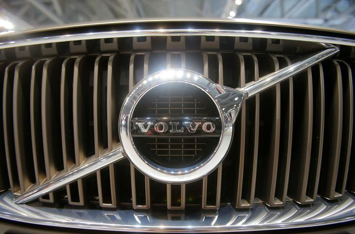Volvo Cars says to hire 400 engineers to spearhead high-tech push