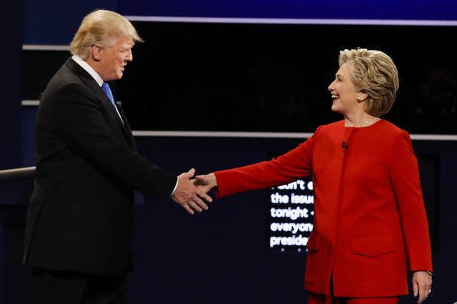 Clinton, Trump barnstorm Iowa as early voting begins