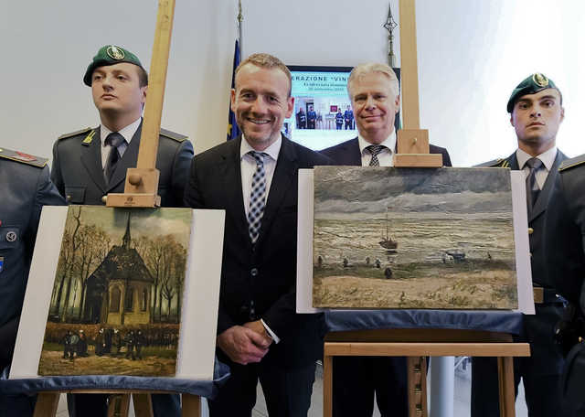 Missing Van Gogh paintings turn up in Italian mafia country house