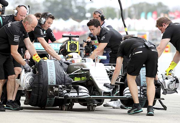 Rosberg sets pace for Japanese GP