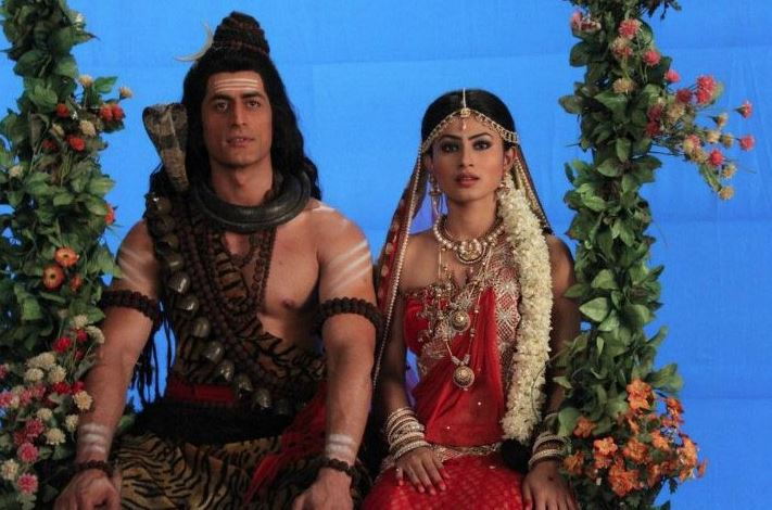 TV's popular Shiv-Parvati pair Mohit Raina and Mouni Roy to get married
